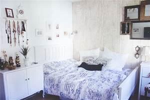 Bilder über Bett : bett direkt an die wand daneben kommode bilder ber bett spiegelwand wohnung pinterest ~ Watch28wear.com Haus und Dekorationen