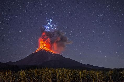 Volcano Images Image Captures Moment Lightning Struck An