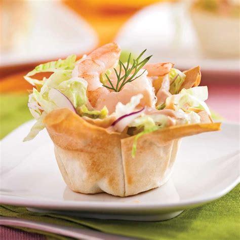 cuisiner des crevettes cuites coupelles de crevettes en salade entrées et soupes