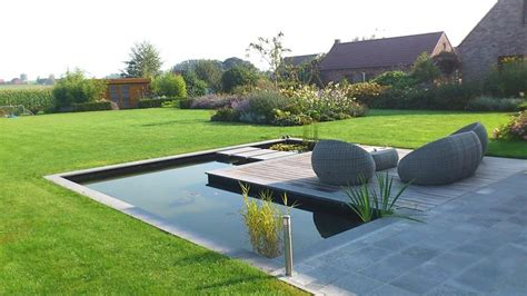 Bassin De Jardin Moderne Jardin Contemporain Avec Bassin D Eau Au Tour De La Terrasse