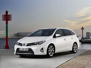 Toyota Auris 2015 : toyota auris touring specs photos 2013 2014 2015 autoevolution ~ Medecine-chirurgie-esthetiques.com Avis de Voitures