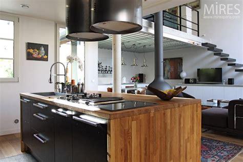 cuisine bois nature et d馗ouverte cuisine ouverte design c0434 mires
