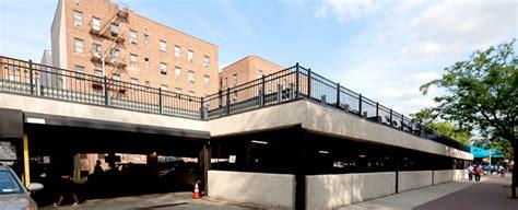 Queens Tower : Muss Development LLC