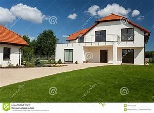 Belle Maison Moderne : belle maison moderne image stock image du grand lumineux 43243475 ~ Melissatoandfro.com Idées de Décoration