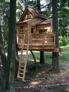 Baumhaus Bauen Lassen : ein fantastisches baumhaus mit einer holztreppe outdoor pinterest ~ Yasmunasinghe.com Haus und Dekorationen