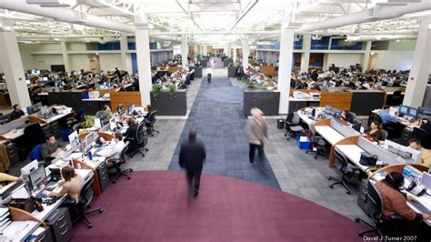 C.H. Robinson expands with bigger riverfront Chicago HQ ...