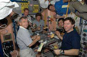 Eating Inside Space Station - Pics about space