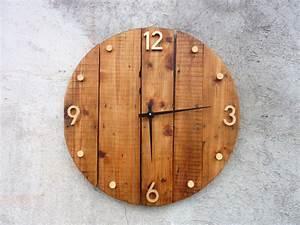 Horloge Murale Bois : horloge en bois a decorer l 39 habis ~ Teatrodelosmanantiales.com Idées de Décoration
