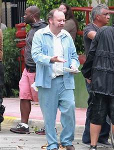 Paul Giamatti hangs around on Hoke set in his underwear ...