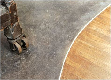 possible transition between hardwood diningroom or