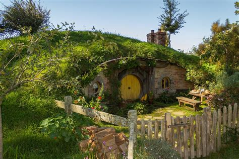 10 Unique Houses In The Hobbit Style by New Woondu