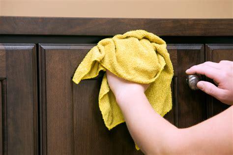 nettoyage cuisine nettoyer vos armoires de façon efficace