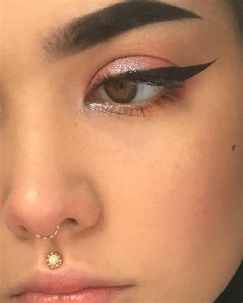 oberarm ring die besten 25 medusa piercing ideen auf unterlippen piercing piercings und