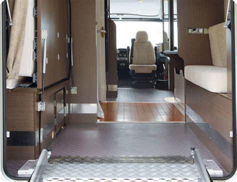 amenagement cuisine espace reduit handynamic lance la location de cing car aménagé handicap