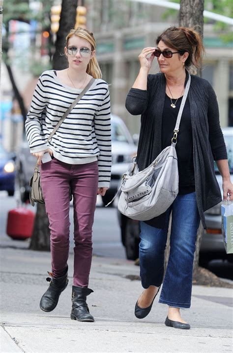 actress kelly cunningham kelly cunningham photos photos emma roberts strolls