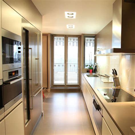 une cuisine couloir tres design inspiration cuisine
