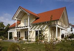 Haus Mit Gaube : einfamilienhaus holzhaus satteldach gaube mit satteldach ~ Watch28wear.com Haus und Dekorationen