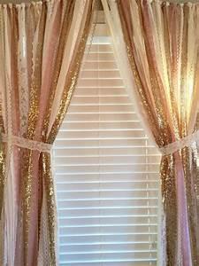 Rideau Rose Gold : pink gold sparkle sequin garland curtain with lace nursery decor curtain crib garland ~ Teatrodelosmanantiales.com Idées de Décoration