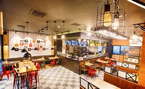 pizza hut launches   open kitchen format store