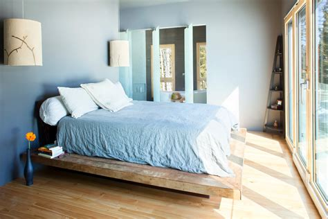 wonderful bedroom decorating ideas  elevated platform beds   grant    relaxing time homesfeed