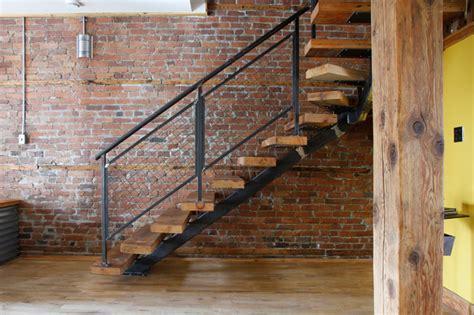 desain tangga rustic industrial  cocok  rumah