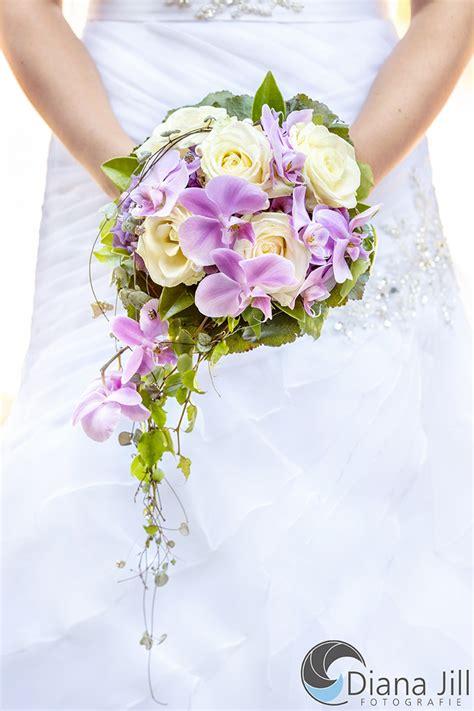 blumenschmuck hochzeit hortensien juli braut hortensien orchideen efeu brautstrau 223 orchideen blumenstrau 223