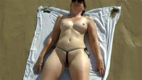 Flat Jenny Jerking In The Beach Showing Porn Images For Hiddencam Mom Jerks Off Roomie