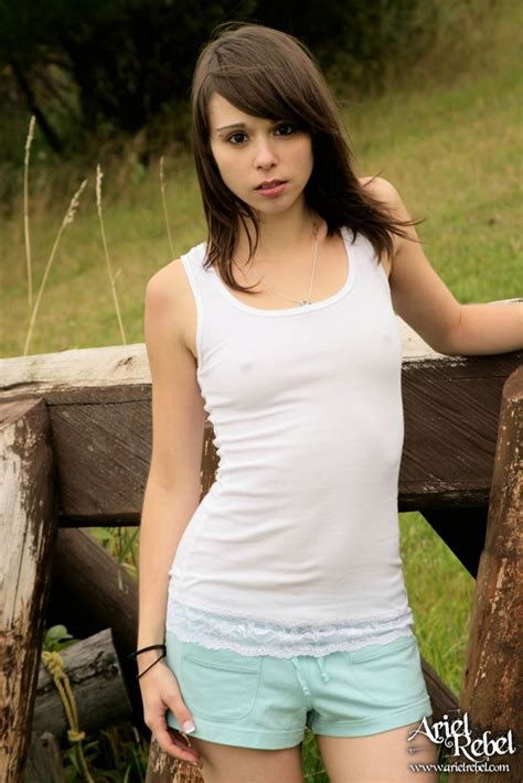 Cute Teen Broad Posing Outdoors Very Sexy Xbabe