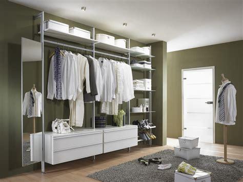 Begehbarer Kleiderschrank, Garderobe
