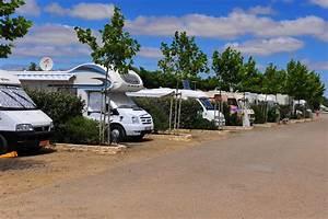 Le Camping Car : aire de camping cars domaine des guifettes aires de camping car lucon vend e tourisme ~ Medecine-chirurgie-esthetiques.com Avis de Voitures