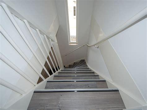 zelf trap bekleden met marmoleum trap bekleden met novilon mdf lakken hoogglans