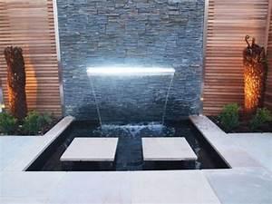 Brunnen Garten Modern : wasserfall im garten modern leuchtend pflanzen gartendeko ~ Michelbontemps.com Haus und Dekorationen