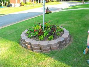 Flagpole, Flower, Bed, In, Front, Yard