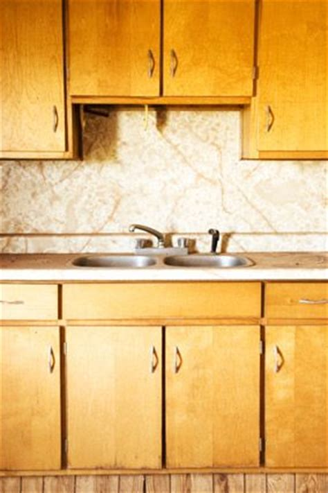Cleaning Wood Cupboards by Best 25 Cleaning Kitchen Cabinets Ideas On