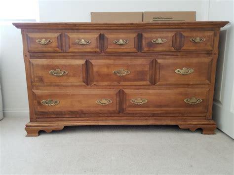 pieces   maple bedroom set dresser