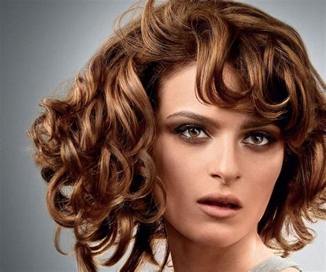 30 Spectacular Curly Bob Hairstyles -1