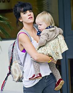 Lily Allen Drops By ITV Studios | Celeb Baby Laundry