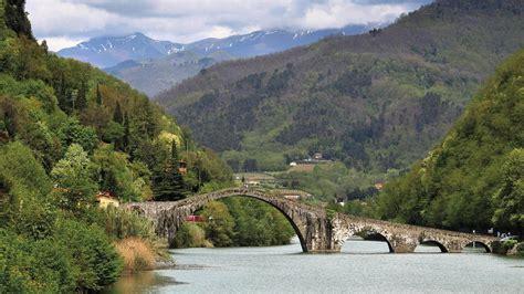 Via Francigena in Italia gli itinerari e le tappe da conoscere