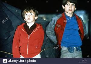 RADIO FLYER (1992) ELIJAH WOOD, JOSEPH MAZZELLO RICHARD ...