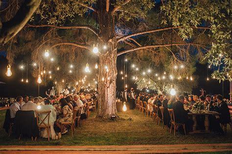 decoração com lâmpadas pendentes para casamento
