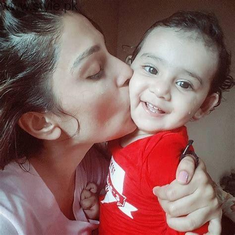 ayeza khan enjoying rainy day  baby hoorain stylepk