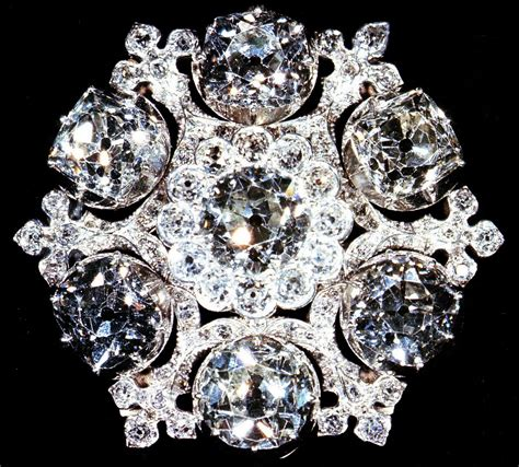 diamond   queens brooches  crown chronicles