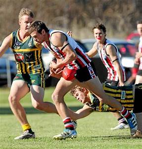 Hawks claw back in historic turnaround | The Border Mail