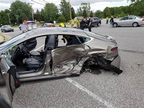 Tesla Model S Crash by Somehow Everyone Walked Away From This Tesla