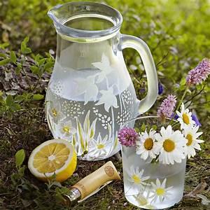 Carafe En Verre : carafe et verre fleuris peinture d polis marie claire ~ Teatrodelosmanantiales.com Idées de Décoration