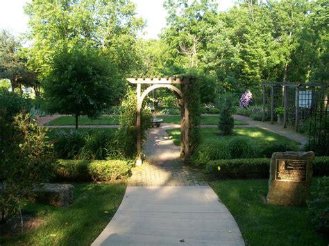 traditional garden designs  square gardening