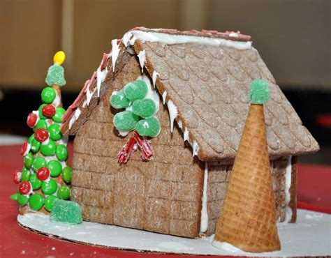 how to decorate a gingerbread house brookfield residents to decorate gingerbread houses newstimes