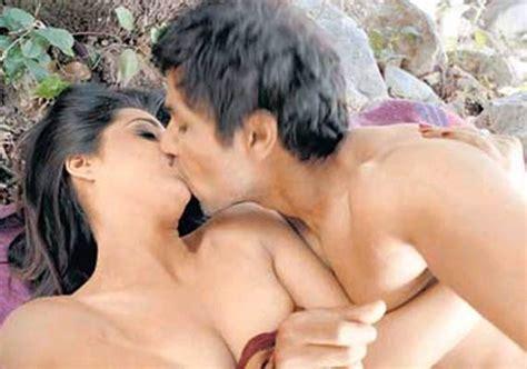 Naked Mahie Gill In Saheb Biwi Aur Gangster