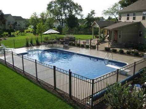 Backyard Pool Fence Ideas by Best 25 Swimming Pools Backyard Ideas On