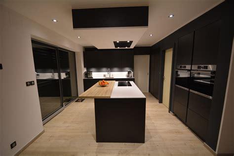 cuisine bois laqué cuisine bois et blanc laque 1 cuisine laqu233e mat